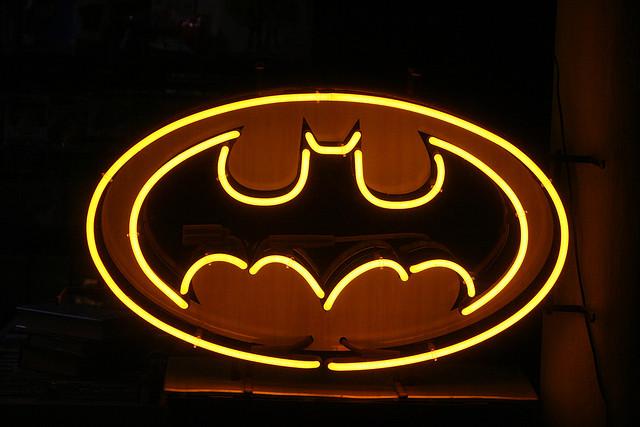 Pronoms relatifs et discours indirect avec Batman